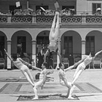 Exhibició de Gimnàstica Ornamental de les seccions esportives del CGB al Pati de l'antic Hospital de nens de Sant Joan de Deu.