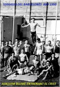 1950 - Joaquim Blume entrenant el Crist a la terrassa del CGB.