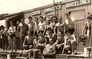 Foto d'un dia Festiu a la Caseta de la platge de Badalona del CGB dels anys 1960s
