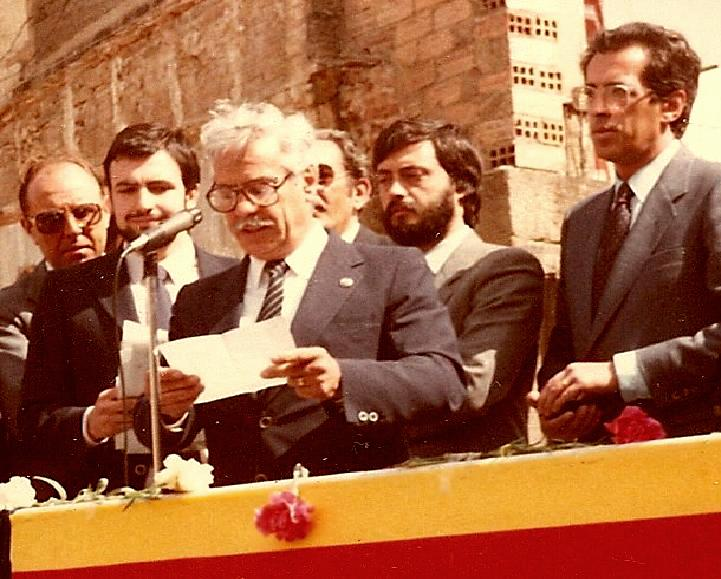 Francesc Mendoza i Gil ha estat un soci singular del Barcelonès. Es va incorporar al Centre a l'any 1951 i desprès de passar per diferents seccions esportives va demostrar interès per la Gimnàstica esportiva arribant a ésser President d'aquesta secció. Més tard assoliria la Presidència total del CGB durant una època molt lluïda dels anys 80'.