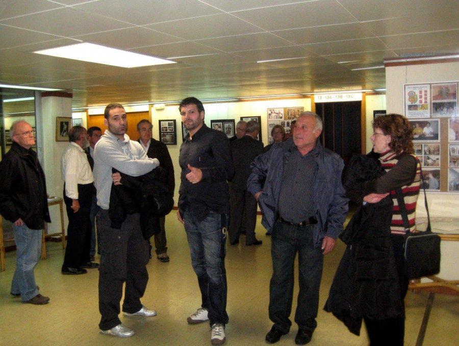 El President de la Federació Catalana de Lluita, el regidor d'esports de la Generalitat, un nombre important d'antics lluitadors ex campions i altres personalitats.