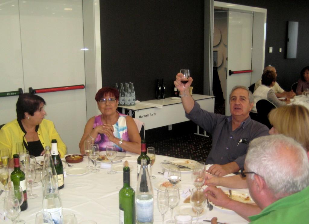 En Pere Piñol ens va adreçar unes paraules en recordatori de la importància del CGB al Barri del Raval i va lamentar no haver pogut mantenir-lo o re instaurar-lo després del seu tancament a l'any 2004.A la foto brindant pel 82è Aniversari del Barcelonès, durant un moment de la festa.