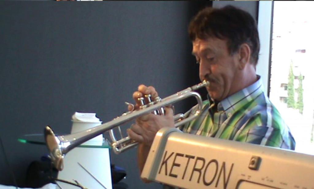 """Un moment de la actuació de l'ex soci Antonio García """"el maño"""", afeccionat a la Trompeta i que ens va obsequià amb unes interpretacions molt lluïdes."""