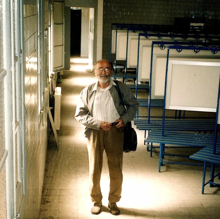 Josep Carrió Monserrat, ex President del Barcelonès principi dels anys 80's. Aqui el veiem en una visita dels locals de l'Entitat a l'any 2009.