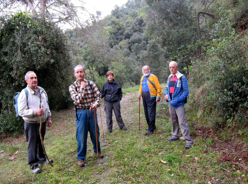 A la imatge de dalt podem veure un moment de l'excursió matinal  amb algun dels participants com:  Pere Piñol, Josep Carrió, Salvador Sanoguera,  Maite, Conxita i Joan Espinosa gaudint d'un temps i una passejada molt agradable  plena de records.