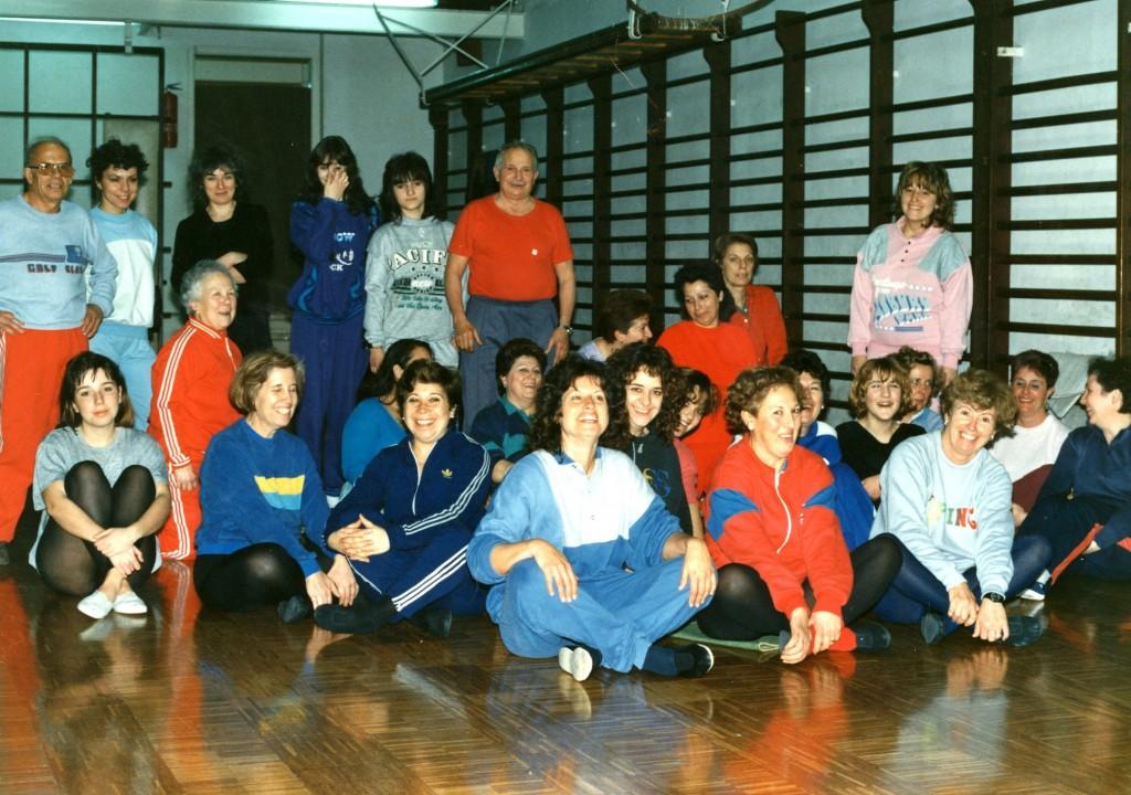 Agustí Nacente durant una classe de gimnàstica de la Sala femenina de la entitat, dedicada exclusivament a la secció rítmica i educativa i que va mantenir una gran afluència de sòcies als anys 80's i 90's.