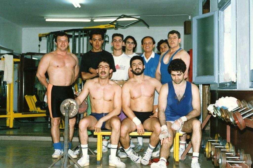 Sala de Fitness del Barcelonès als anys 70's, on en Paco Mesonero amb els seus companys, iniciaven la especialitat dura del Culturisme pel gran sacrifici i dedicació que es precisava per poder arribar a un nivell digne de competició regional i estatal. Entre les persones que van destacar: Miquel Nicasi i Delfí Mestres.