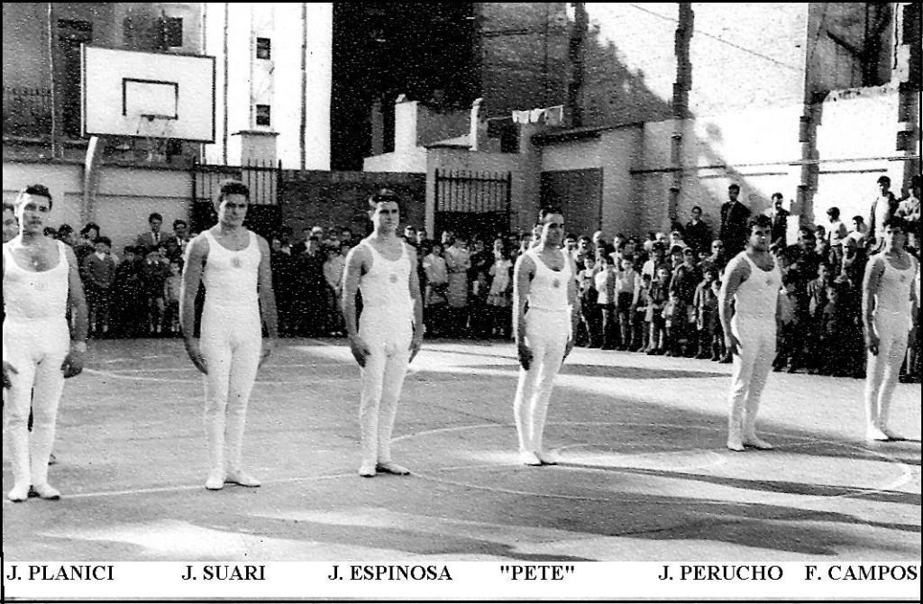 Josep Sànchez Planici, monitor Aquí el veiem participant també amb  la Secció de Gimnàstica ornamental com un membre més de l'equip al Col.legi del barri de la Torrassa a Hospitalet. Any 1960.