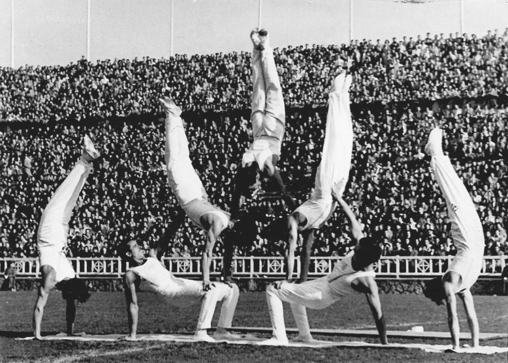 Actuació del Conjunt ornamental al Camp de Les Corts de Barcelona - 1958