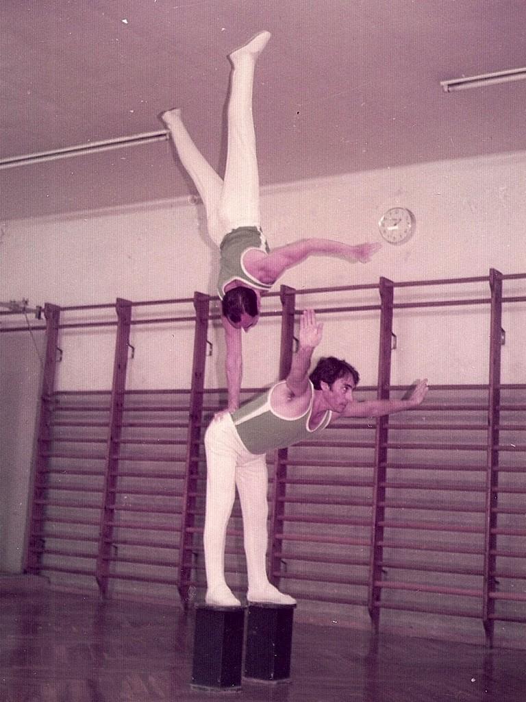 Entrenaments al Barcelonès de Gimnàstica ornamental. Exercici de màxima dificultat que s'intentava exhibir-lo en públic. Components:  Miquel Navarro i Joan Espinosa.