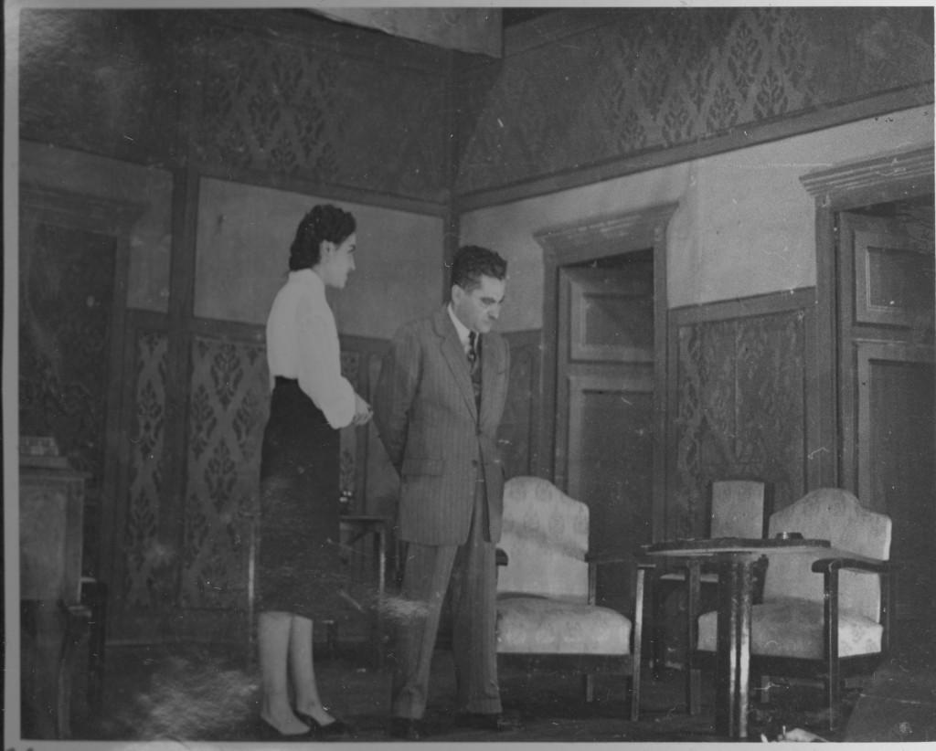 Vicens Calderón en un moment crític de la obra interpretant un paper de persona molt transcendental i dur de conviccions. Peró en realitat li agradaven més les obres humorístiques. Anys dècada dels 50's.