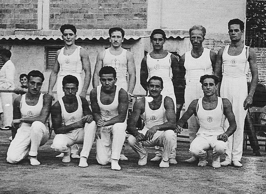 Un dels primers grups de la Gimnàstica esportiva del CGB de la dècada dels anys 50's. Podem veure al segon per la dreta dempeus: Fritz Lehmann que era en aquell moment el seleccionador de la Federació Catalana de Gimnàstica i on apareix també el primer assegut de la dreta: Jordi Elias que ja era un destacat membre de l'equip.