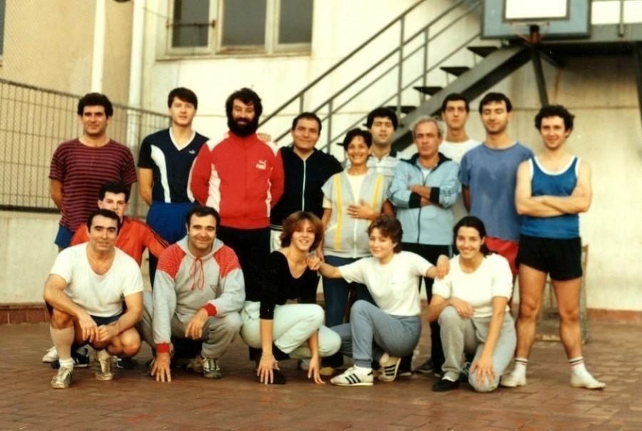 Salvador Zoroa va participar molt en les seccions del CGB principalment amb la gimnàstica sueca i el Futbol Sala que es practicava a la terrassa del Centre. Aquí el veiem en una sessió mixt de gimnàstica amb companys de l'equip.