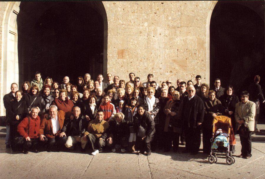 Al sortir de la Basilica, tots els participans de la celebració del 15ºaniversari.