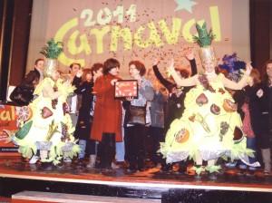 """Disfruita la fruita2011.Entrega del premi a la """"Millor comparsa de Barri"""""""