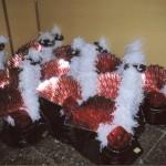 Taller de costura,barrets acabats. Els barrets representen,les forces de l'ordre,el poble,el folclore,i el carnaval.