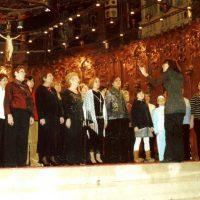 En la celebració del 15º aniversari de la comparsa,vam estrenar l'imne de la comparsa,en la Basilica de nostra senyora de Montserrat , amb la col.laboració desinteresada,per part de la direcció de la Montse Martínez