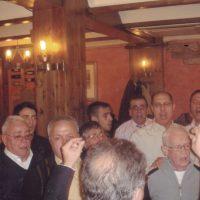 Emotiu moment de cloenda dels membres de la S.C.Girasol , cantant el seu imne, en la celebració dl 15º aniversari de la S.C.A.Disbauxa.