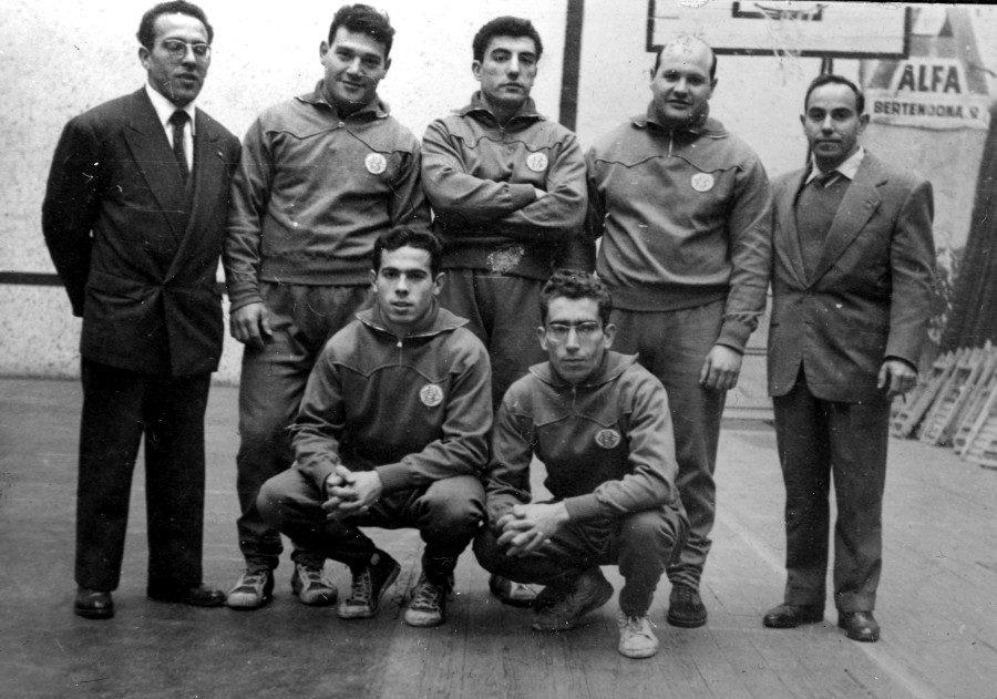 Equip de la secció d'Halterofília del CGB. Joan Renom, célebre Internacional medalla d'argent als Jocs del Mediterrani a la dècada dels anys 50's.