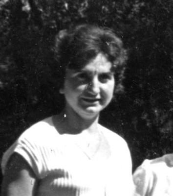 Mª Rosa Piñol competint cursa d'atletisme a les pistes del Club Sabadell a l'any 1948, precursora de la participació després de la guerra, de les dones a les activitats esportives a través del Centre Gimnàstic Barcelonès.
