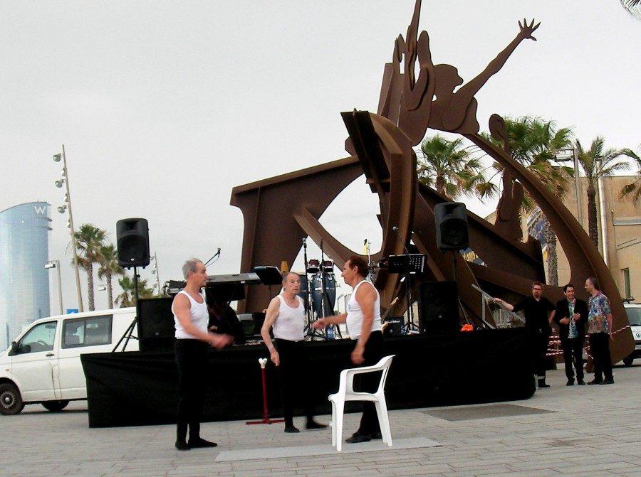 Participació del Conjunt Ornamental del CGRB a la Festa dels Casals de la Gent Gran de la Barceloneta al Juny de 2015 a la Plaça del Mar a Barcelona.